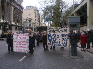 Jubilados en la marcha 1.121 frente al Congreso Nacional