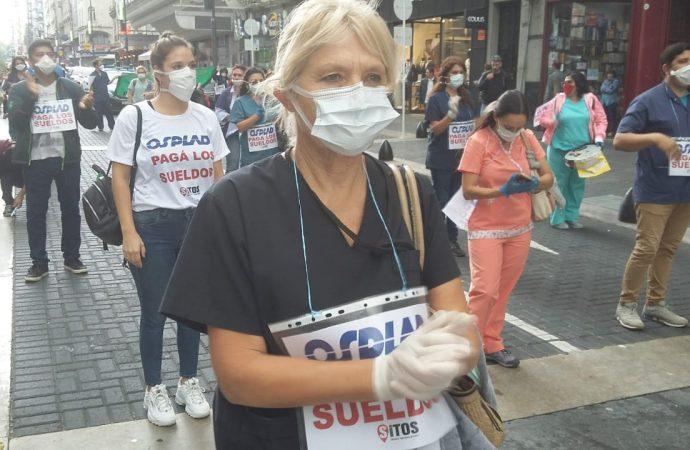 """Caminata de barbijos: """"Queremos cobrar para poder curar"""""""