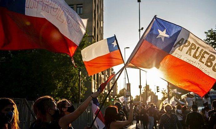 Chile inicia un  proceso para reescribir su propia historia