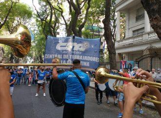 La CTA Autónoma ratificó su apoyo incondicional al pueblo cubano con un acto frente a su embajada en Buenos Aires