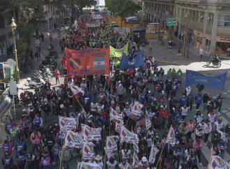 Una multitud marchó hacia el Ministerio de Hacienda de la Ciudad de Buenos Aires
